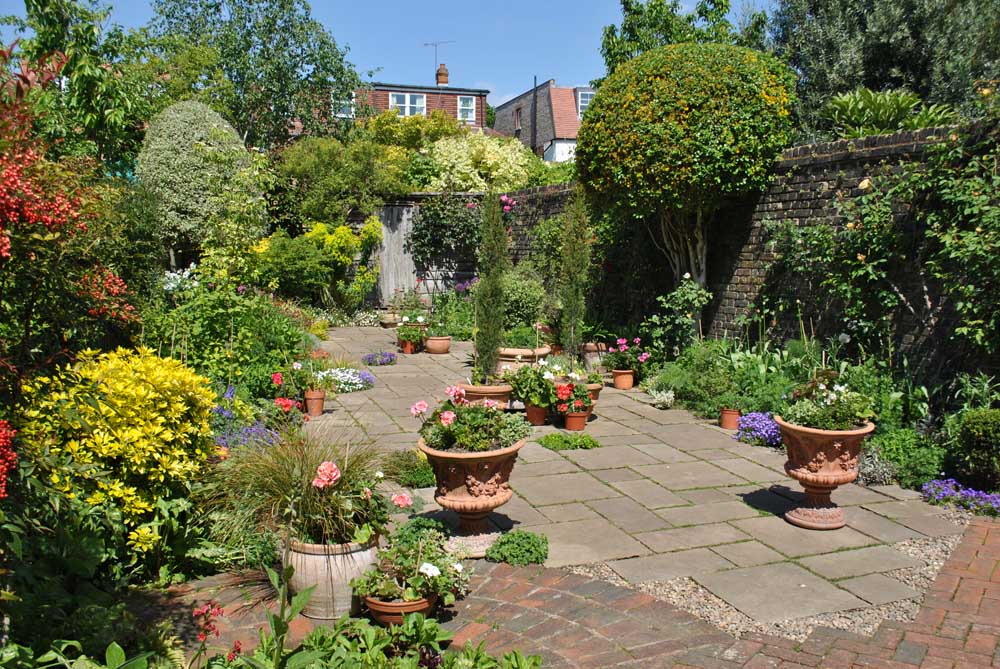 A Large Courtyard Garden